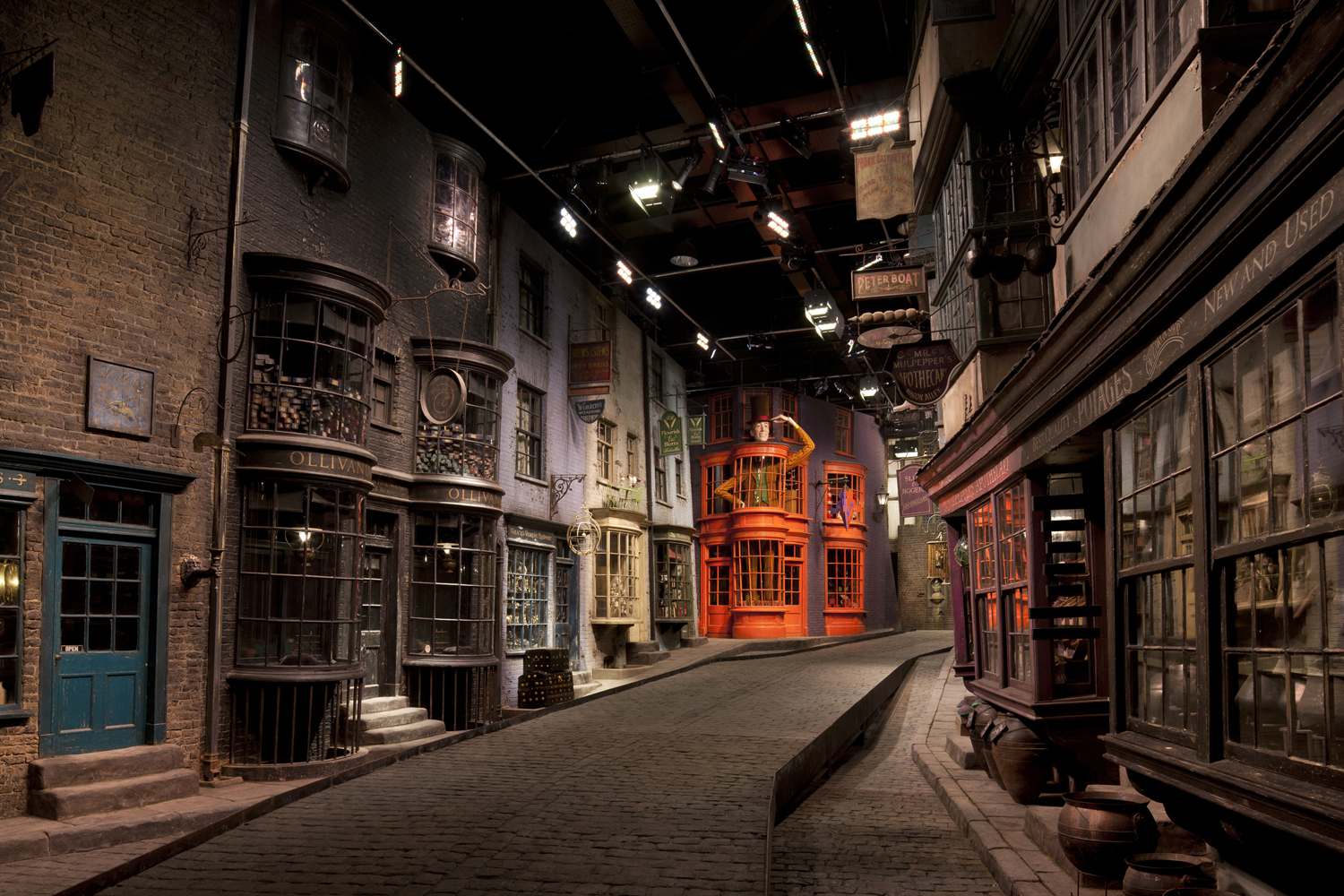 Warner Bros. Studio Tour London – The Ma <div style=