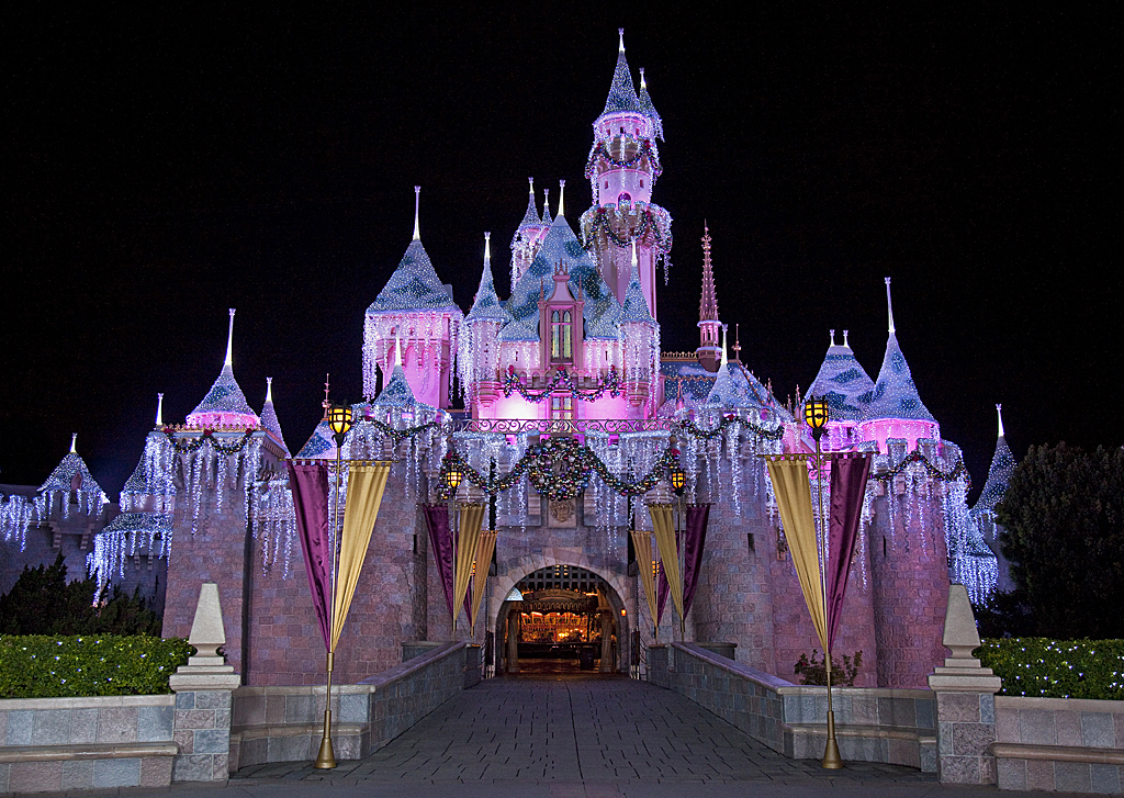 Disneyland Holiday Decorations By The Numbers Theme Park Adventure
