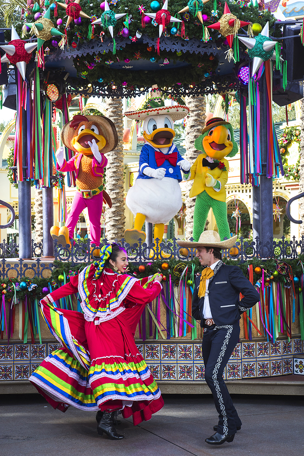 Two Kings Brings The Action In The Spongebob Wars And: Celebrate Three Kings Day At Disneyland Resort